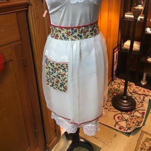 Vintage sheer white half apron 🌸